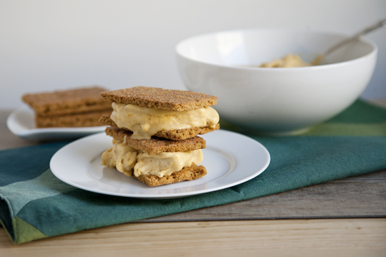 Vegan_Pumpkin_Pie_Ice_Cream_Sandwiches