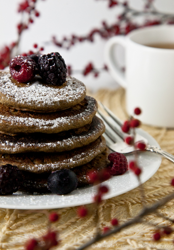 Guten-Free & Vegan Gingerbread Buckwheat Pancakes // picklesnhoney.com
