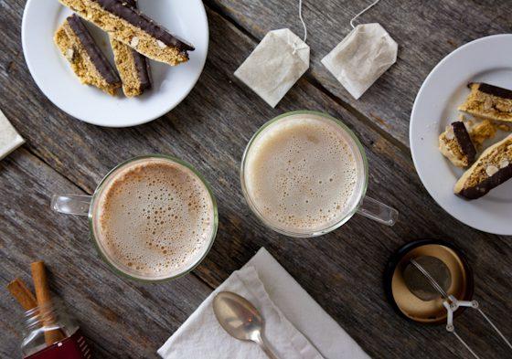 Non-Dairy Maple Cinnamon Chamomile Tea Latte // picklesnhoney.com