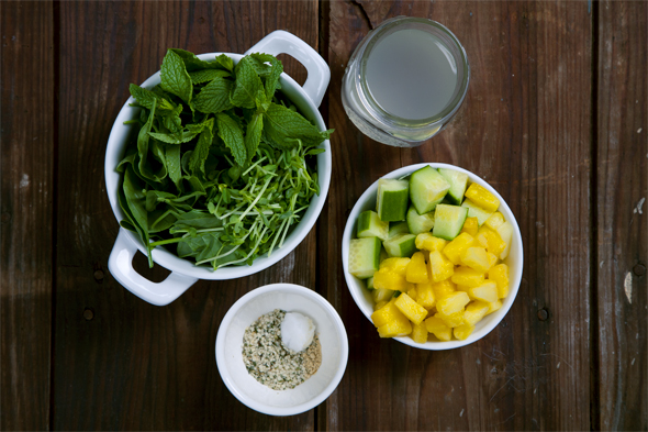 Dehydration-Busting Pineapple Cucumber Mint Smoothie | picklesnhoney.com