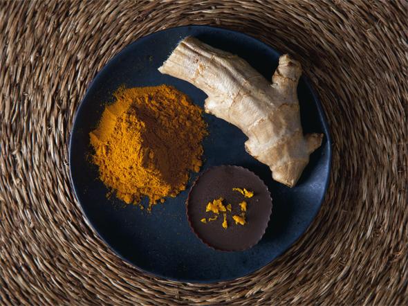 Anti-Inflammatory Ginger Turmeric Dark Chocolate Cups with Maple Orange Cashew Cream Filling (Vegan & Gluten-Free) | picklesnhoney.com