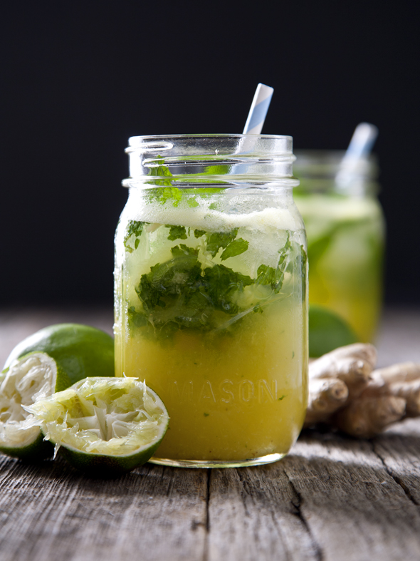Pineapple Ginger Mojitos | picklesnhoney.com