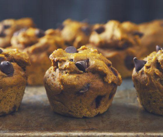 Peanut Butter Chocolate Chip Pumpkin Muffins (Vegan) | picklesnhoney.com