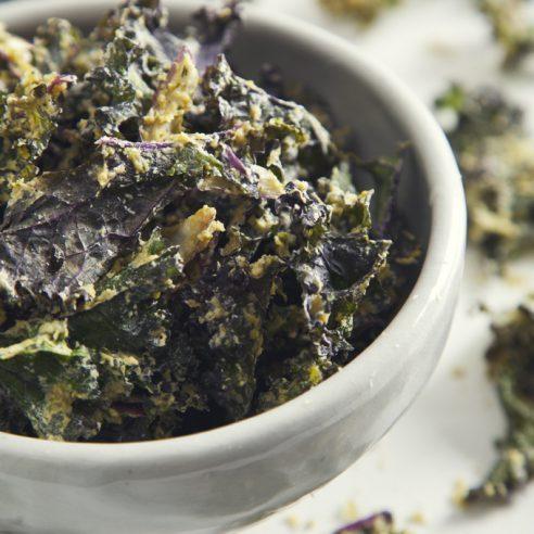 Crave-Worthy Cool Ranch Kale Chips (Vegan & Gluten-Free, Raw Option) | picklesnhoney.com
