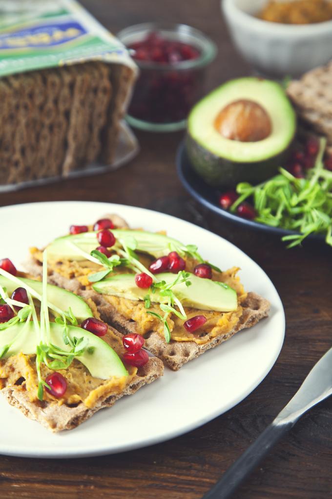 Healthy Butternut Squash and White Bean Tartines (Vegan) | picklesnhoney.com