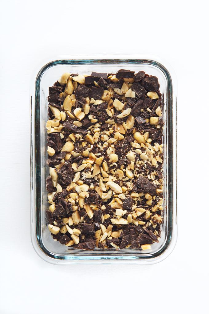 No-Bake Vegan & GF Peanut Butter Brownie Bites | picklesnhoney.com