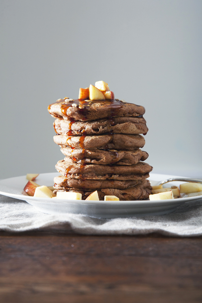 Apple Cinnamon Vegan Protein Pancakes | picklesnhoney.com