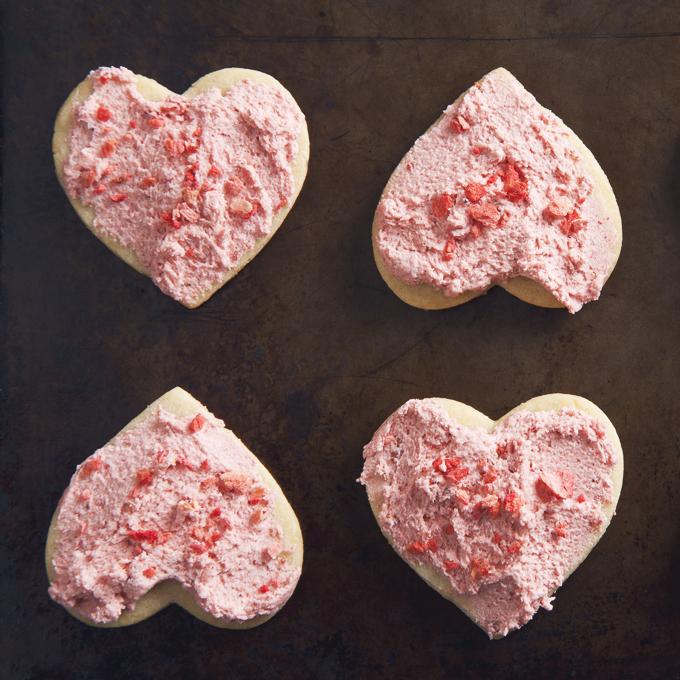 1 Bowl Frosted Vegan Sugar Cookies   picklesnhoney.com