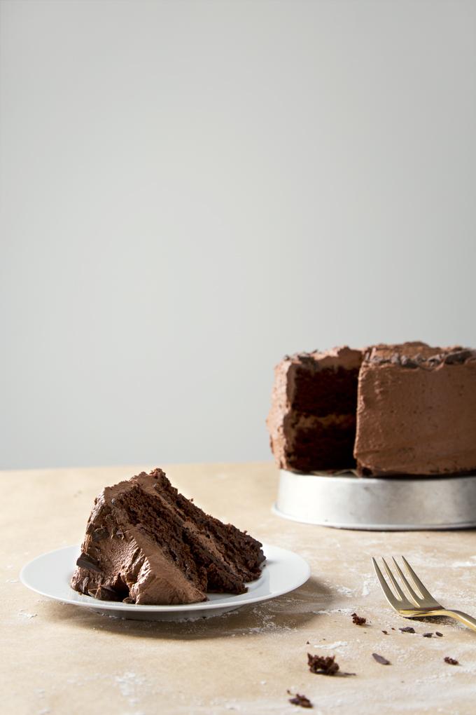 2-Layer-Vegan-Chocolate-Cake-10