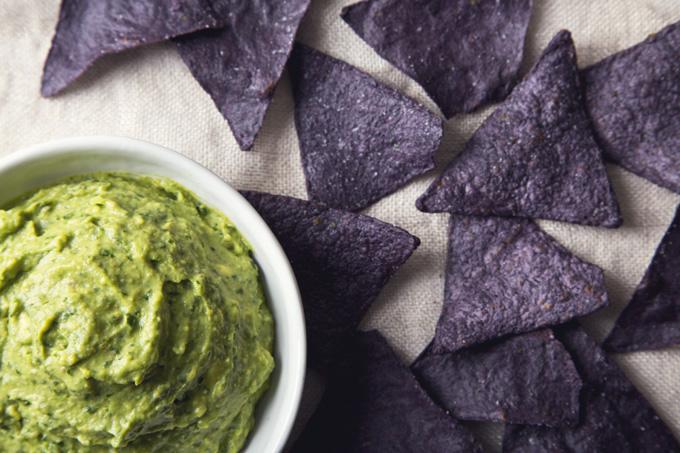 5-Minute Vegan Pesto Guacamole | picklesnhoney.com