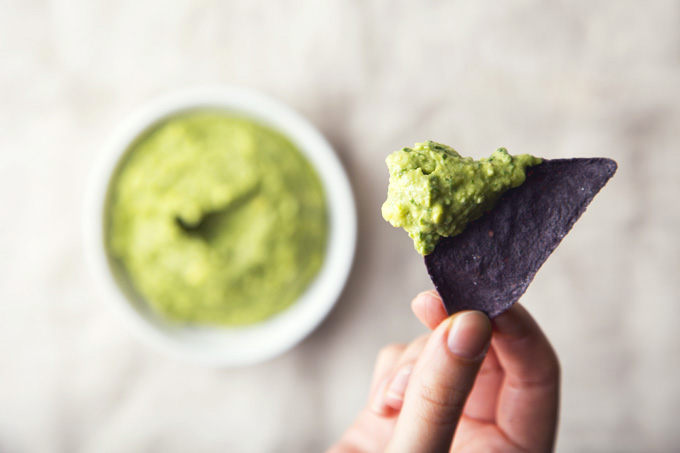 5-Minute Vegan Pesto Guacamole | picklesnhoney.com