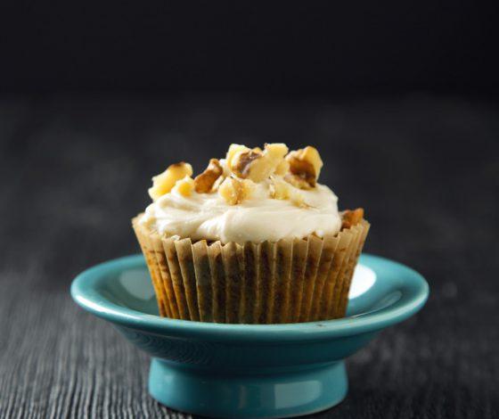 1 Bowl Vegan Carrot Cake Cupcakes | picklesnhoney.com