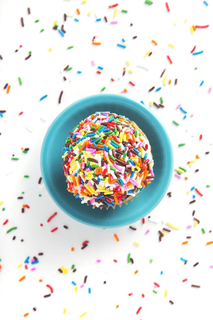 1 Bowl Vegan Funfetti Cupcakes | picklesnhoney.com