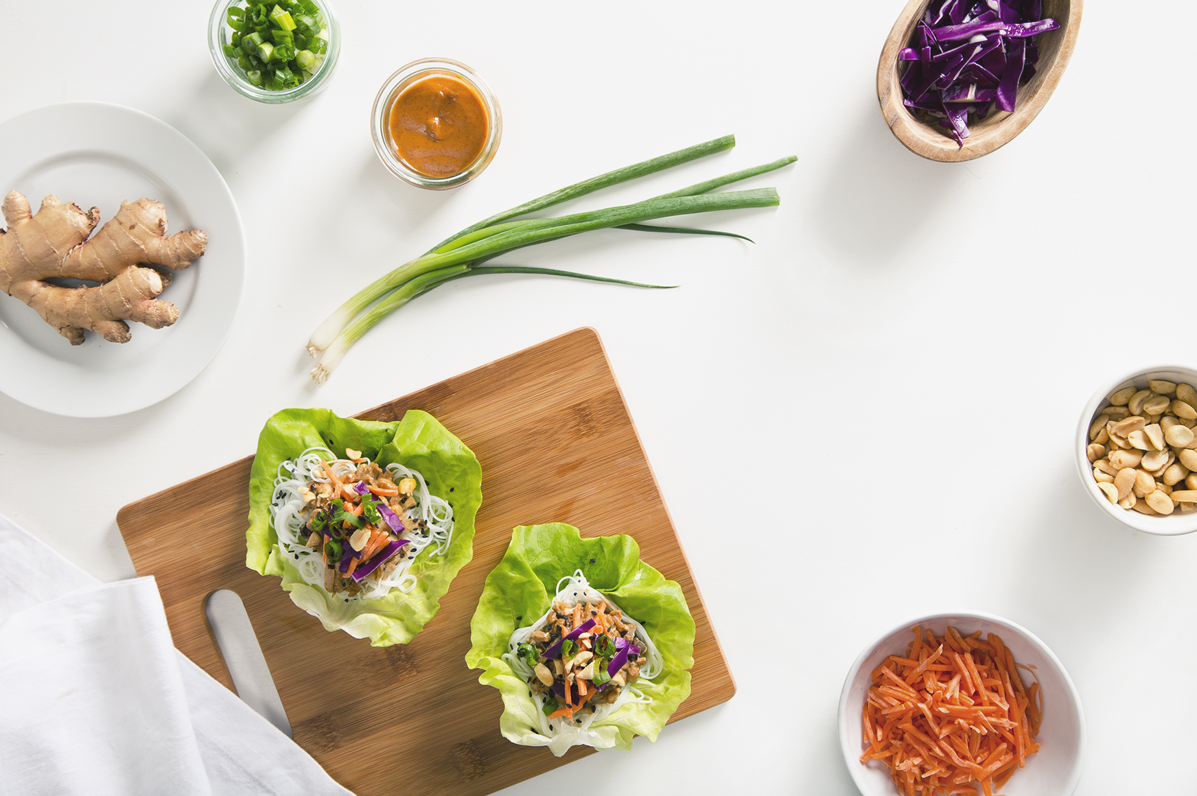 30-Minute Vegetarian Thai Lettuce Wraps with Peanut Sauce! (Vegan with a Gluten-Free Option) | picklesnhoney.com #vegetarian #vegan #glutenfree #thai #lettuce #wraps #recipe #peanutsauce #tempeh