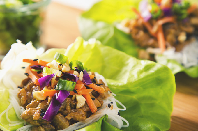 Vegan Thai Lettuce Wraps with Peanut Sauce (Gluten-Free Option) | picklesnhoney.com