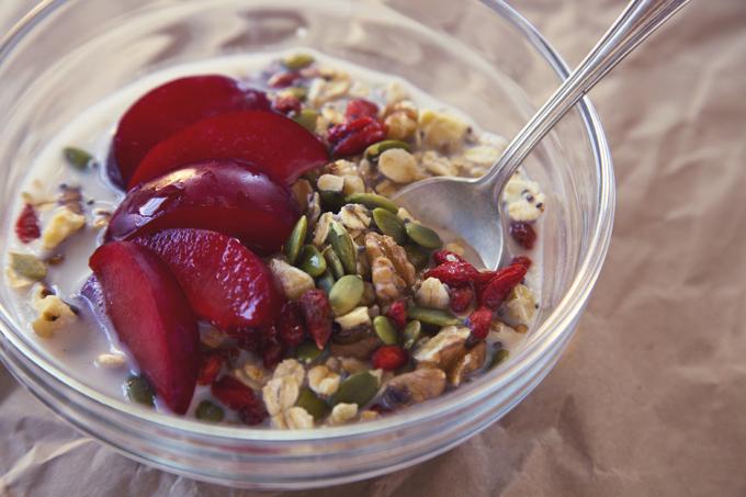 Cinnamon Plum Superfood Muesli | picklesnhoney.com #vegan #glutenfree