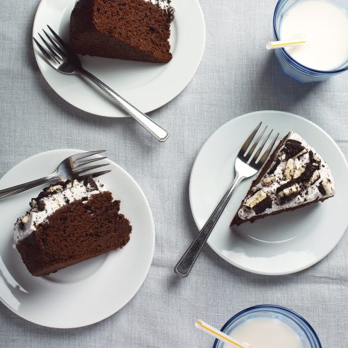 9-Ingredient Vegan Oreo Chocolate Cake with Fluffy Oreo Frosting! | picklesnhoney.com #vegan #oreo #chocolate #cake #recipe #desser