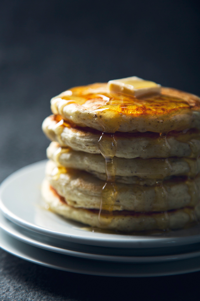 Easy Vegan Eggnog Pancakes! 7 Ingredients | picklesnhoney.com #recipe #vegan #eggnog #holidays #pancakes #dairyfree #breakfast #brunch #SilkHolidays