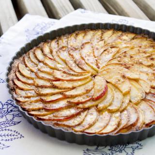 Easy Vegan & Gluten-Free Apple Pie! Just 10 Ingredients   picklesnhoney.com #recipe #vegan #glutenfree #apple #pie #dessert #thanksgiving