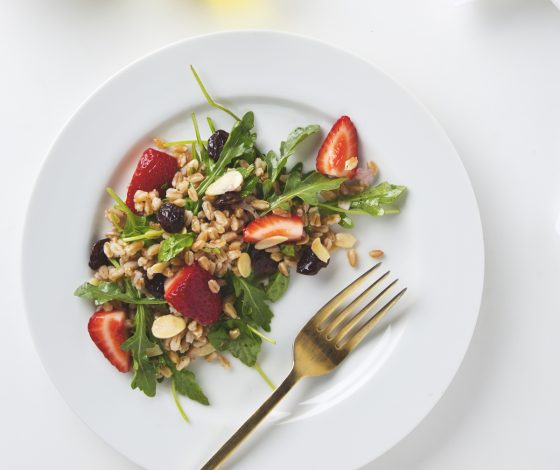 Arugula, Almond & Farro Salad | picklesnhoney.com #vegan #salad #farro #recipe