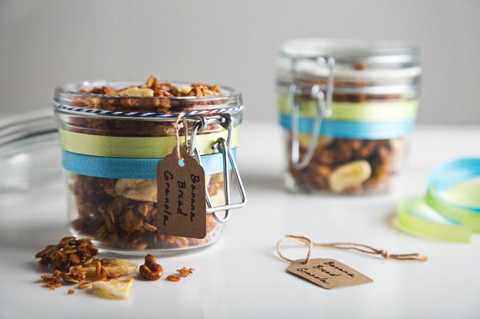 Gluten-Free & Vegan Banana Bread Granola | picklesnhoney.com #granola #banana #vegan #glutenfree #recipe