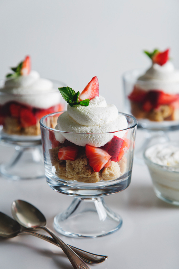 Mini Vegan Strawberry Shortcake Trifle | picklesnhoney.com #vegan #strawberry #shortcake #trifle #dessert #recipe