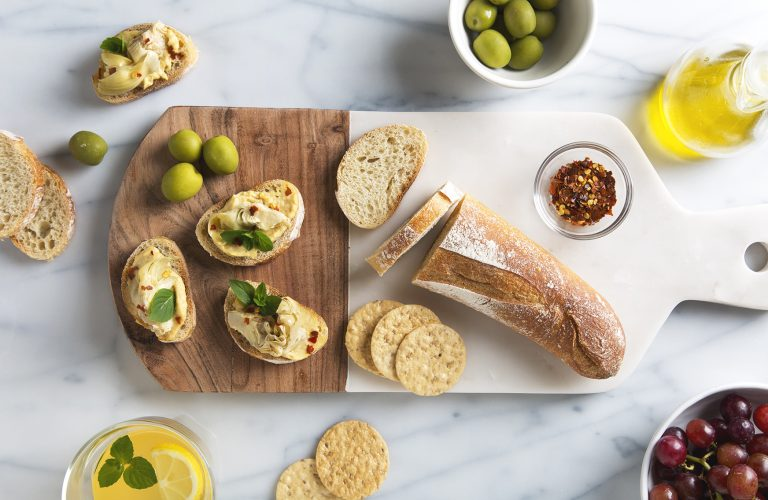 Artichoke Crostini with Hummus | picklesnhoney.com #appetizer #artichoke #crostini #recipe