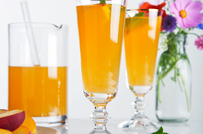 Sparkling Ginger Peach Cocktail | picklesnhoney.com #cocktail #peach #ginger #recipe #summer #drink