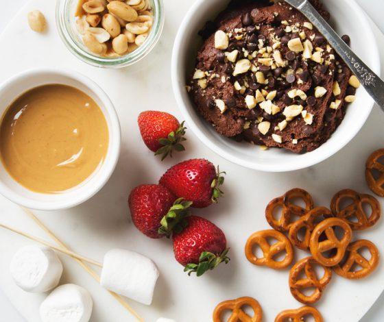 Peanut Butter Chocolate Hummus | picklesnhoney.com #peanutbutter #chocolate #hummus #recipe #dessert #snack