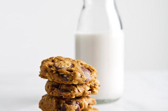Pumpkin Oatmeal Chocolate Chip Cookies   picklesnhoney.com #pumpkin #vegan #cookies #recipe #dessert #fall