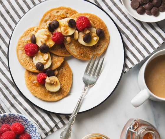 7 Ingredient Vegan Peanut Butter Protein Pancakes (Gluten-Free & Grain-Free) | picklesnhoney.com #pancakes #peanutbutter #breakfast #brunch #recipe #grainfree #glutenfree