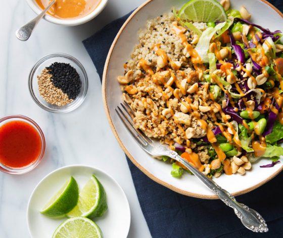 Spicy Thai Salad with Tempeh & Peanut Dressing   picklesnhoney.com #recipe #thai #salad #tempeh #peanut #main