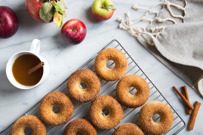 Baked Vegan Apple Cider Donuts | picklesnhoney.com #vegan #donuts #apples #cider #fall #recipe