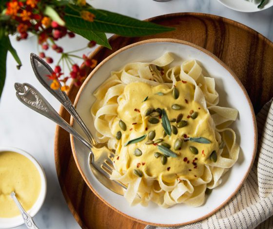 Creamy Vegan Pumpkin Pasta | picklesnhoney.com #vegan #pumpkin #pasta #recipe #fall