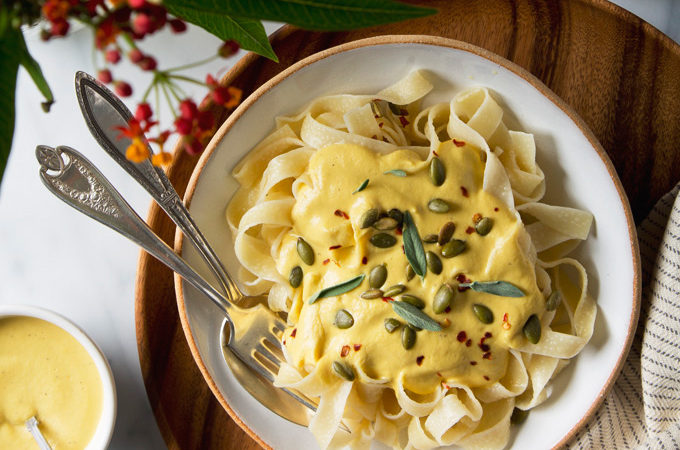 Creamy Vegan Pumpkin Pasta | picklesnhoney.com #vegan #pumpkin #pasta #recipe #fall