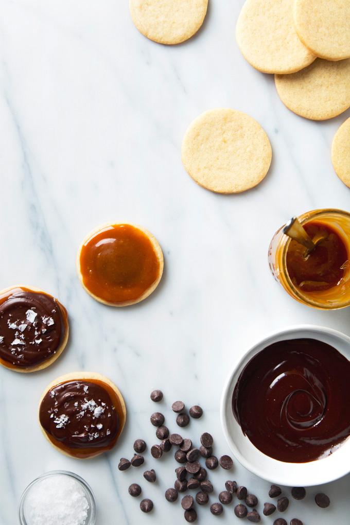 Vegan Twix Cookies | picklesnhoney.com #vegan #twix #cookies #dessert #recipe #chocolate #caramel