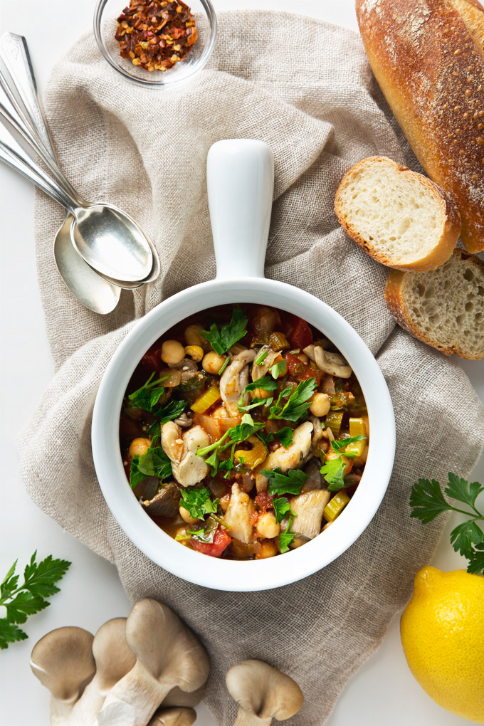 25 Minute Vegan Cioppino with Oyster Mushrooms | picklesnhoney.com #stew #cioppino #mushrooms #recipe #soup