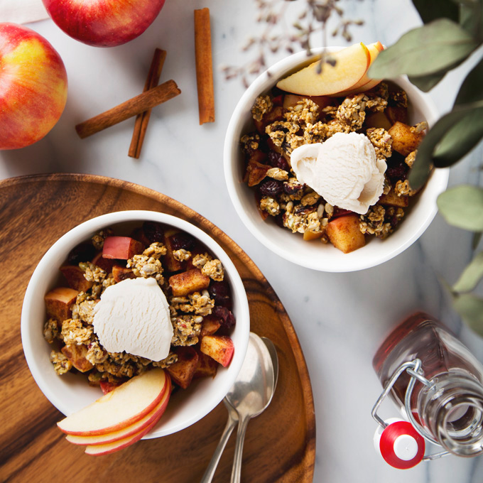 10 Minute Stovetop Apple Crisp (Vegan, Gluten-Free, Refined Sugar-Free) | www.picklesnhoney.com #vegan #applecrisp #apple #dessert #snack #recipe #glutenfree
