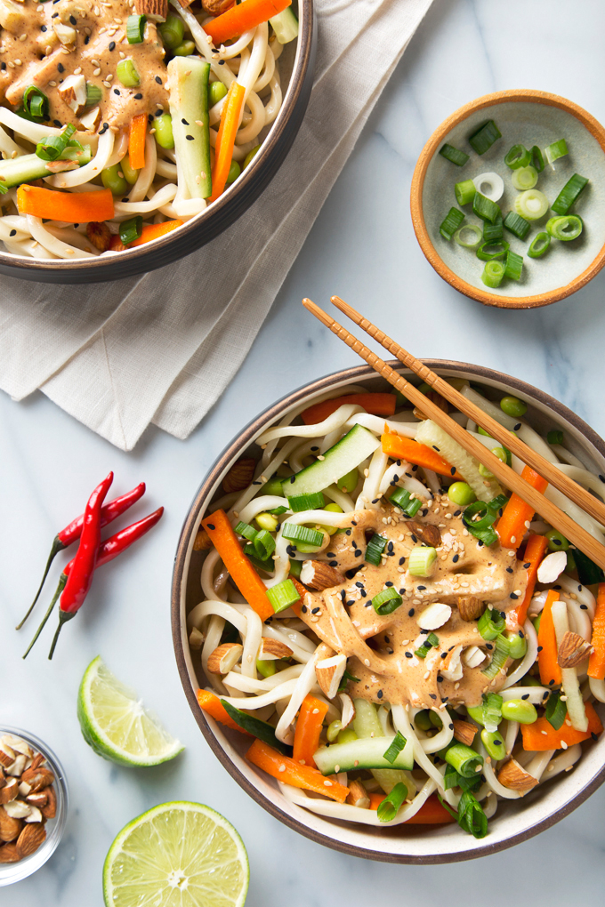 Spicy Almond Butter Udon Noodles | picklesnhoney.com #vegan #almondbutter #noodles #recipe #udon #lunch #dinner