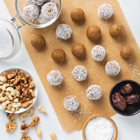 Carrot Cake Fat Balls | picklesnhoney.com #vegan #glutenfree #snack #recipe #carrotcake #fatballs