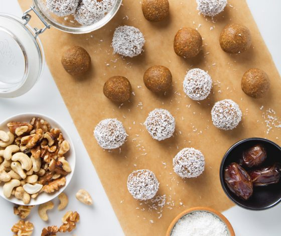Carrot Cake Fat Balls | picklesnhoney.com #vegan #glutenfree #snack #recipe #carrotcake #fatballs