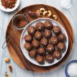 15-Minute Salted Dark Chocolate Fat Balls | picklesnhoney.com #vegan #glutenfree #snack #dessert #chocolate #fatballs #recipe