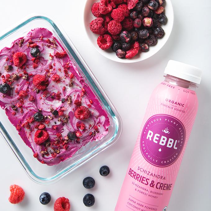 (Super) Berries & Creme Freezer Fudge | picklesnhoney.com #dessert #vegan #berry #fudge #recipe #glutenfree