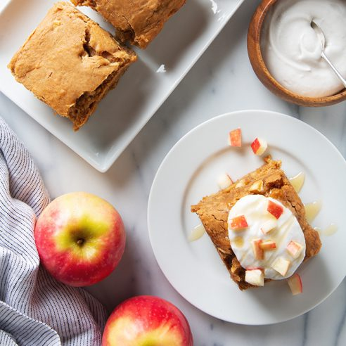 Vegan Apple Snack Cake | picklesnhoney.com #apple #snack #cake #recipe #fall
