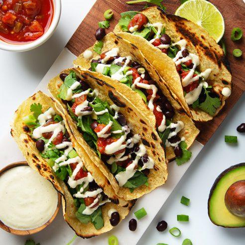 Vegan Black Bean Breakfast Tacos with Creamy Garlic Sauce | picklesnhoney.com #vegan #glutenfree #breakfast #tacos #recipe