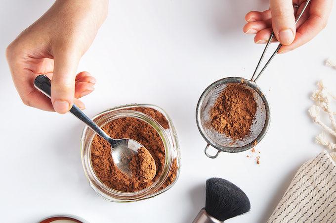 I Tried It: Raw Cacao Powder Dry Shampoo | picklesnhoney.com #diy #dryshampoo #shampoo #cacao #cocoa #greenbeauty #homemade