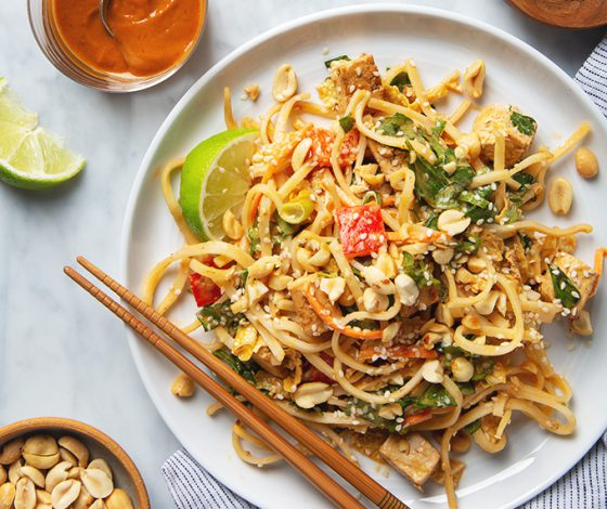 Tofu Pad Thai Salad with Peanut Dressing | picklesnhoney.com #tofu #padthai #salad #vegan #peanut #dressing #recipe