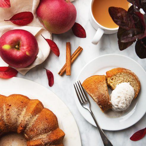 Vegan Apple Cider Donut Cake! Only 10 ingredients + 45 minutes to make | picklesnhoney.com #vegan #apple #cider #donut #doughnut #recipe #cake #dessert #fall