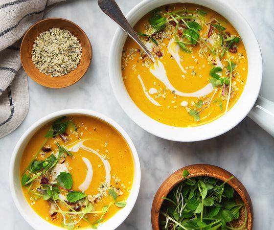 Simple Curried Butternut Squash Soup | picklesnhoney.com #vegan #glutenfree #soup #butternut #squash #recipe